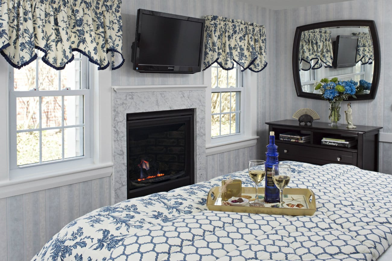Verwonderend Luxurious Bed and Breakfast Lodging on Cape Cod in Chatham UX-41